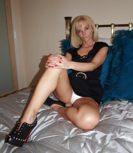 jeune femme coquine soumise pour coquin qui aime soumettre