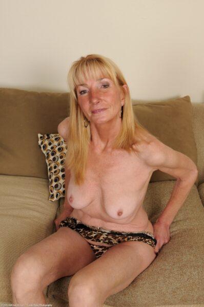 Passez un rancard hot avec une femme cougar